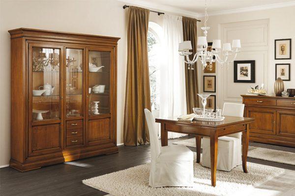 MA-TA801 Tavolo quadrato allungabile / Extendable square table (L.1000/1800 x P.1000 x H.770) - MA-SED802 Sedia Margherita / Chair Margherita (L.470 x P.490 x H.970) - MA-8110 Credenza con ante battenti / Dresser (L.1550 x P.500 x H.1000) - MA-8155 Vetrina con ante battenti e cassetti / Display cabinet (L.1875 x P.440 x H.2100)